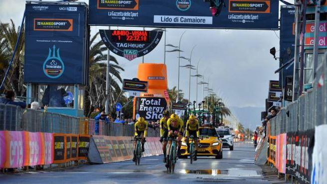 Tirreno-Adriatico, la Mitchelton Scott (foto LaPresse)