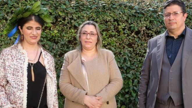 La 24enne Fawda Mamouni con la sua famiglia nel giorno della laurea (Frasca)
