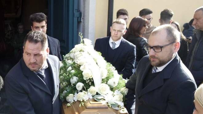 Tanta gente ha partecipato ai funerali di Stefano Mussi nella chiesa di Santa Maria Lauretana a Querceta