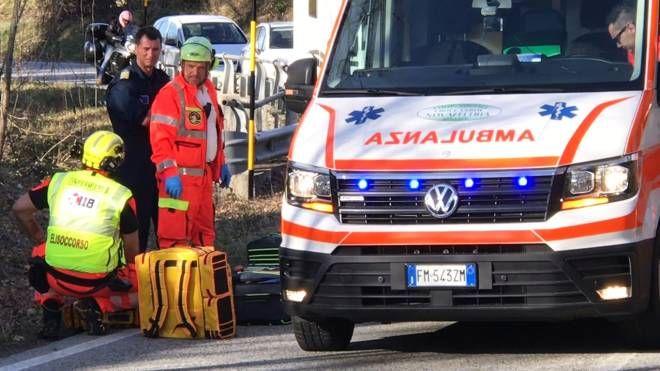 I soccorritori si sono subito precipitati a Pennabilli, ma per il motociclista non c'era più nulla da fare