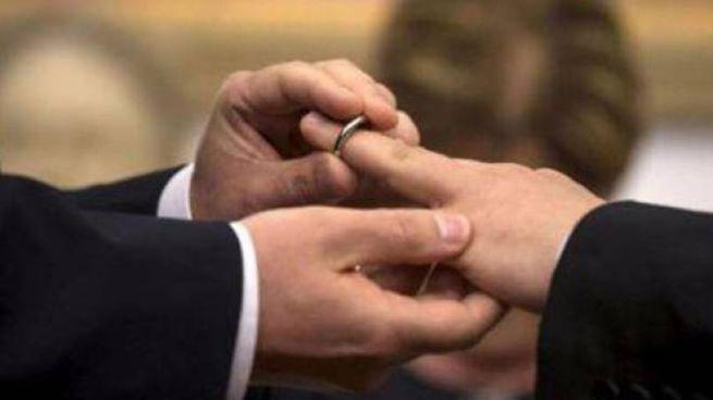 Il giudice ha riconosciuto il diritto benché la coppia gay non fosse unita civilmente