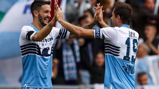L'esultanza dei giocatori della Lazio (Ansa)