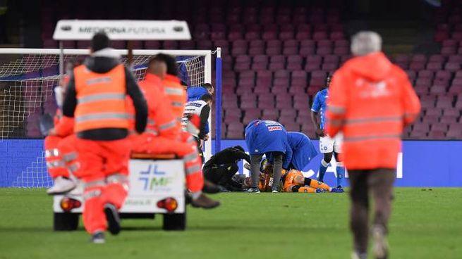 Napoli-Udinese, l'infortunio a Ospina (LaPresse)