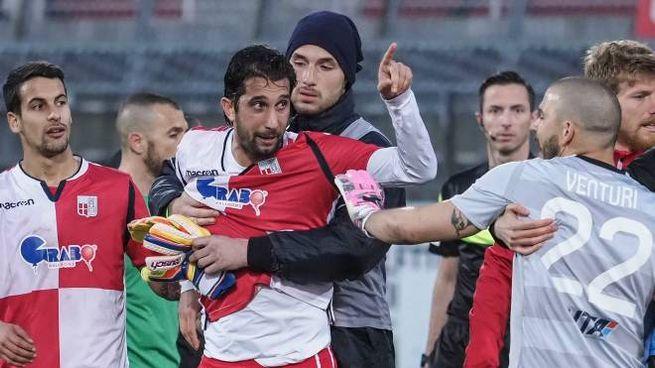 Momenti di tensione durante il derby tra Rimini e Ravenna