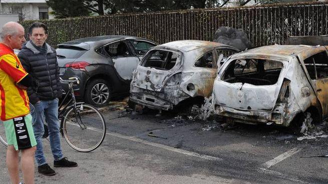 Alcune delle auto andate a fuoco
