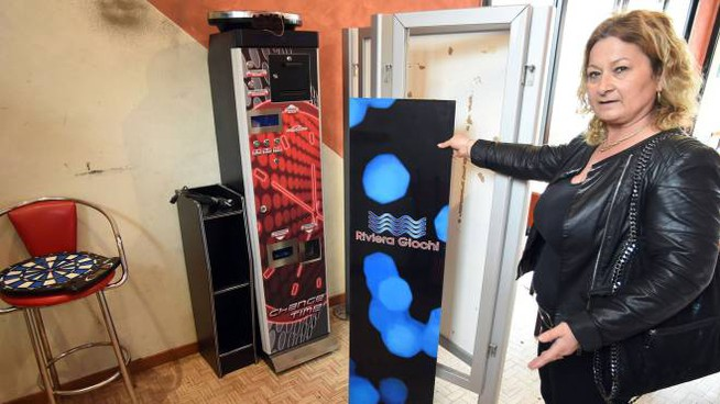 Il bar Viola di Bellaria, in via Roma, visitato dai ladri che hanno portato via le slot machines