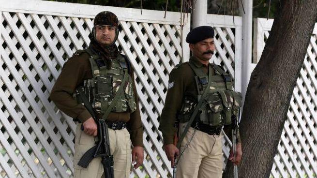 Poliziotti indiani (Ansa)
