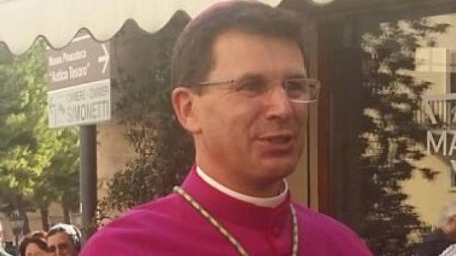 Il delegato pontificio, monsignor Fabio Dal Cin