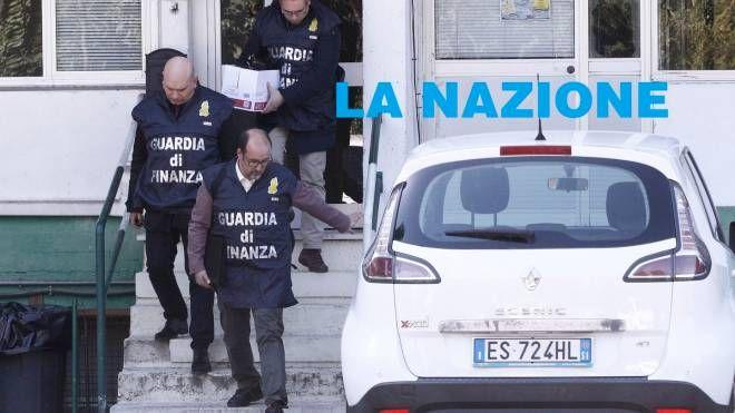Le Fiamme Gialle alla sede della Mens Sana (Foto Lazzeroni)