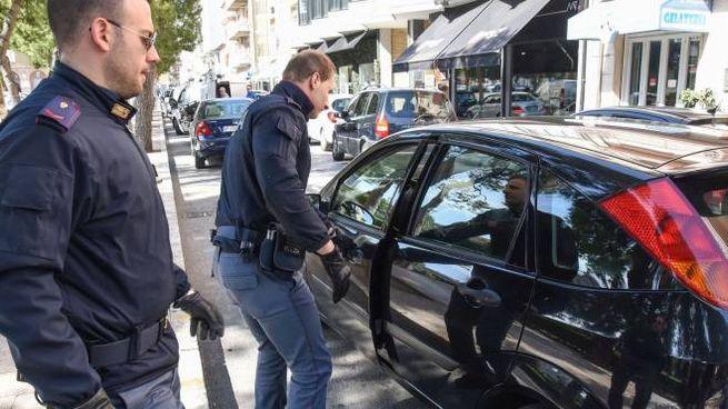 La Ford Focus abbandonata dai ladri (foto De Marco)