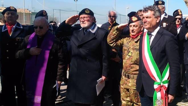 Da sinistra l'ammiraglio Bracco,  il contrammiraglio Petragnani e il sindaco Seri