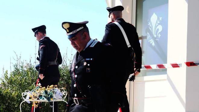 I carabinieri di Sarzana hanno visitato la casa di via Montebello per ricostruire la dinamica dell'accoltellamento