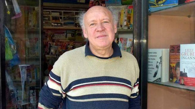 Stefano Paolini lavora nell'edicola  a San Jacopo  da oltre quarant'anni