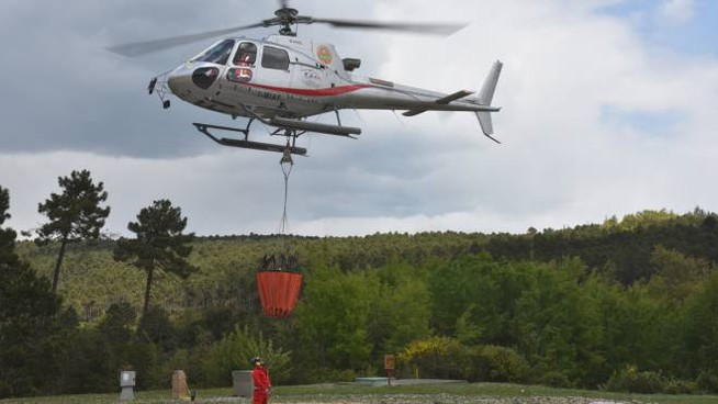 L'elicottero antincendio della Regione Toscana