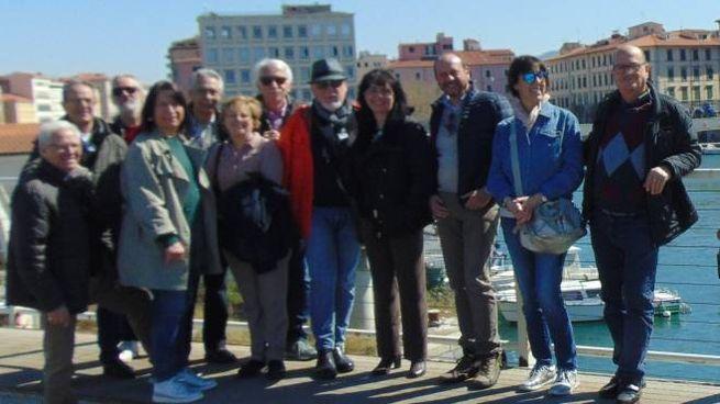 I proprietari delle barchette e i rappresentanti dei circoli ieri mattina sul ponte girevole del Mediceo per dire 'no' alla sfratto deciso dall'autorità portuale