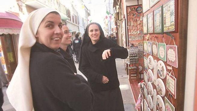 Le suore in pellegrinaggio a Loreto attendono la visita del Papa