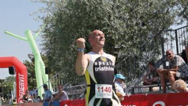 Fabrizio Vignali conclude vittorioso una gara di Triathlon