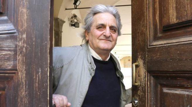 Pasquale Bagordo sulla porta del Fuligno. Ha perso il lavoro da capo cantiere, si è trasformato in un portiere