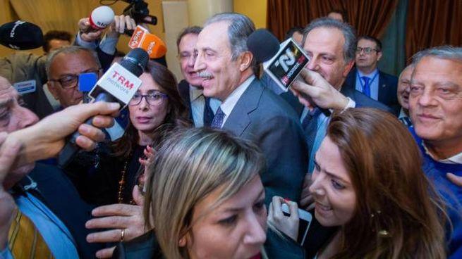 Il neo-governatore della Basilicata Vito Bardi acclamato dopo la vittoria (Ansa)