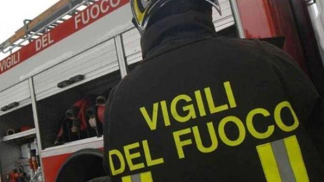 Incendio a Colonnata, vigili del fuoco di Ascoli al lavoro