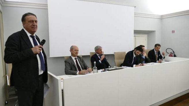 Il direttore de La Nazione Carrassi con i relatori durante il dibattito (Attalmi)
