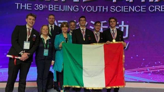 Gli studenti del Montani accompagnati da preside e prof in Cina