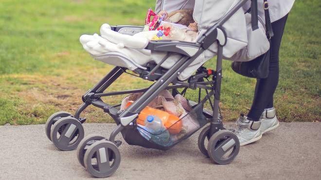 Risultati immagini per nonna passeggino roma
