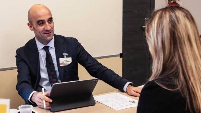 Daniele Del Gobbo, responsabile ufficio selezioni di Esselunga, durante un colloquio con u