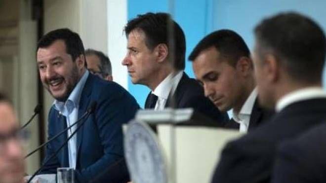 Def 2019, il premier Conte con Salvini e Di Maio
