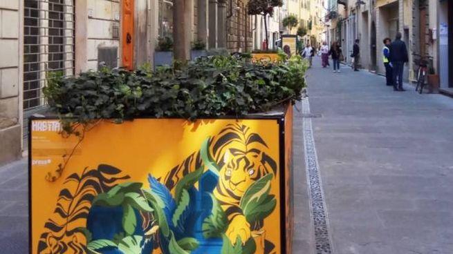 Una delle opere installate nel centro della città