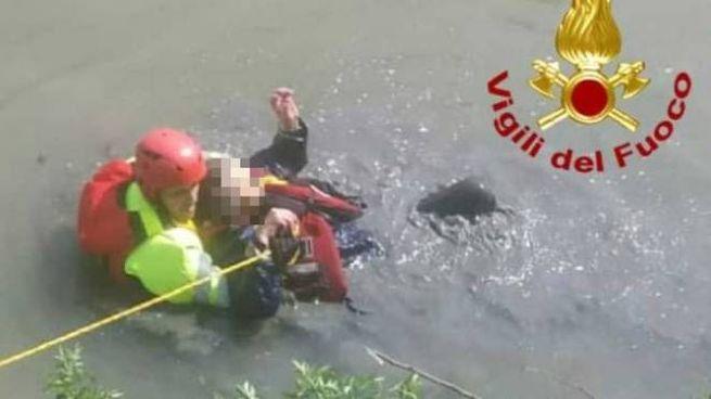 Rubiera, donna salvata dal cane e dai vigili del fuoco