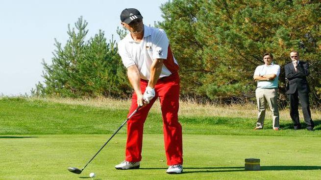 L'ex campione di calcio Franz Beckenbauer, appassionato golfista