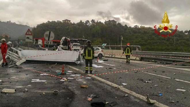 Un urto tra Tir e una bisarca sull'autostrada  A12 tra Lavagna e Sestri Levante