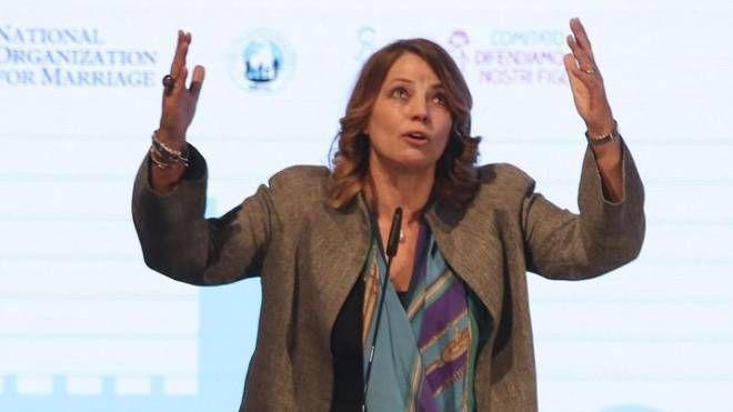 L'azzurra Elisabetta Gardini al Forum delle famiglie di Verona (Ansa)