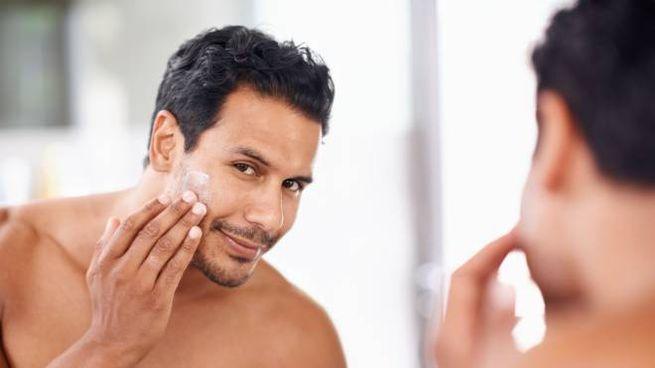 La pelle degli uomini ha bisogno di creme viso specifiche