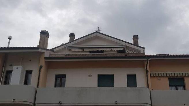 L'appartamento mansardato dato alle fiamme