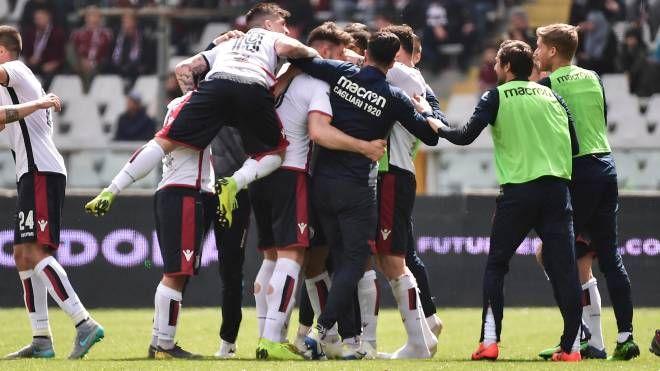 Esultanza Cagliari per l'1-1 di Pavoletti