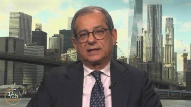 Il ministro dell'economia Giovanni  Tria a '1/2h in più' su Rai Tre (ANSA)