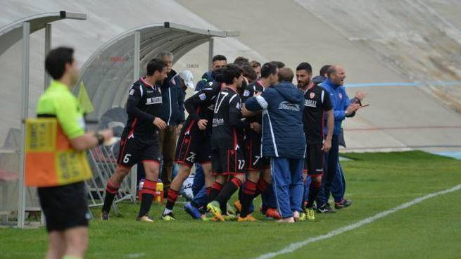 Forlì-Sangiustese, l'esultanza dopo il gol (Foto Frasca)