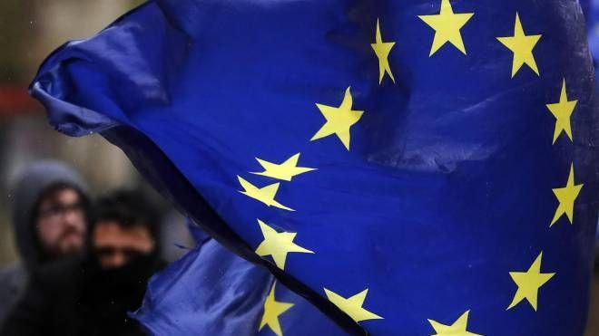 Una bandiera dell'Unione europea (Ansa)