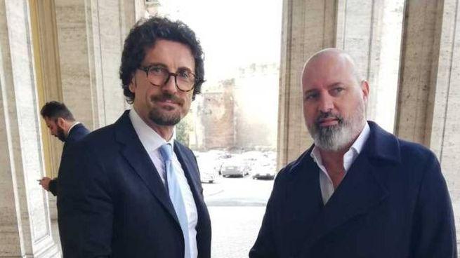 Il ministro Toninelli (a sinistra) con il governatore Bonaccini (Dire)
