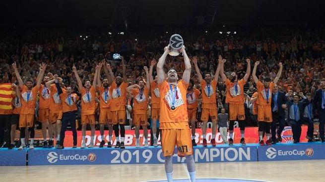 La festa del Valencia (foto: eurocupbasketball.com)