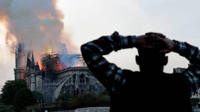 L'incendio a Notre Dame, Parigi (LaPresse)