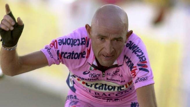 Marco Pantani a Courchevel il 16 luglio 2000 (Ansa)