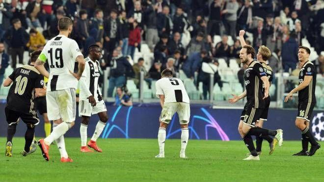 La delusione della Juve e l'esultanza dell'Ajax (Ansa)