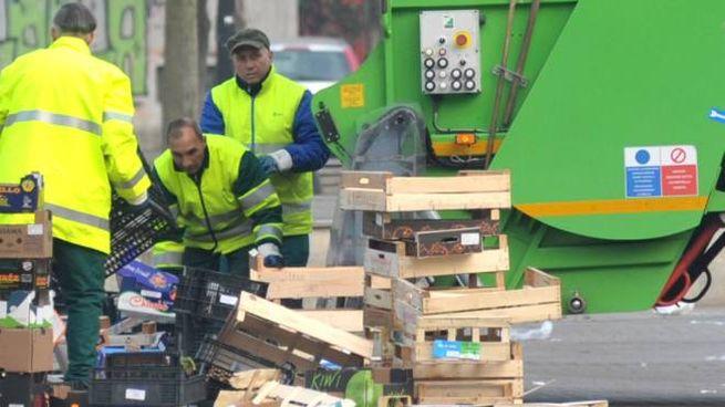 Le operazioni di raccolta dei rifiuti in maniera differenziata in una foto di repertorio