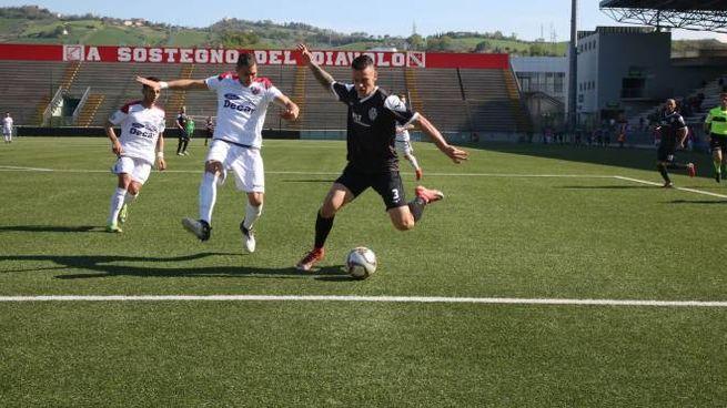 Notaresco-Cesena, un'azione di gioco (Foto Ravaglia)