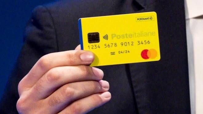 La card del reddito di cittadinanza (Ansa)