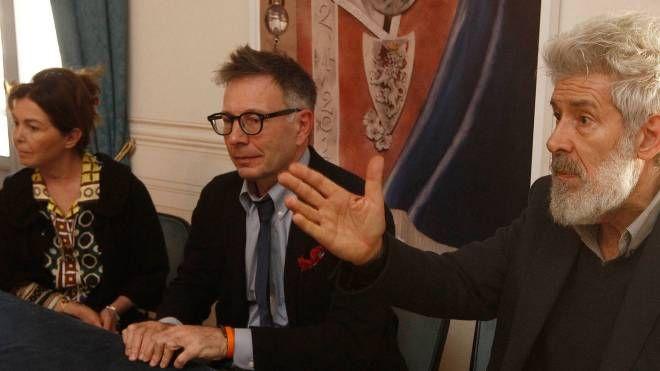 Il direttore artistico Alessandro Benvenuti, il sindaco De Mossi, Anna Masignani consigliere con delega ai teatri