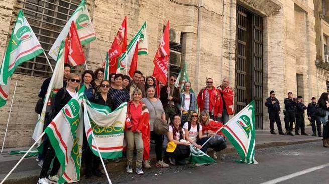 Una delegazione dei lavoratori del Mercatone Uno di Russi.